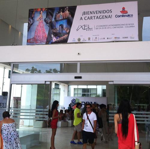 Entrada al pabellón de congresos del Hotel Las Ámericas, sede del festival.